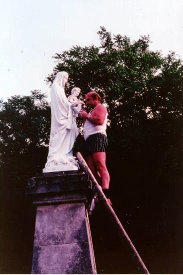 René Barrieu repeint la Vierge !