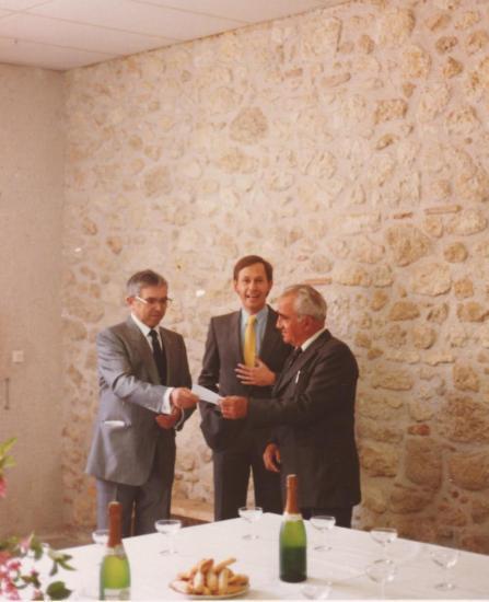 Don de 24392 € à la municipalité en présence du ss préfet -1984