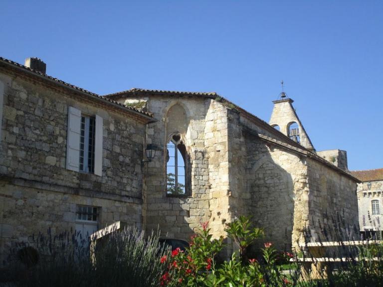 La place de l'église depuis 2011