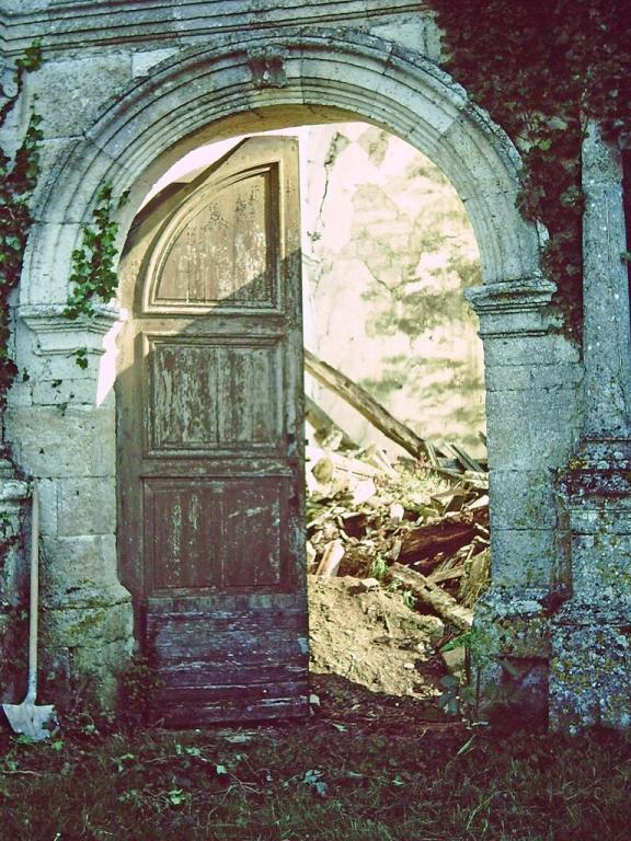 Les gravats bloquent l'ouverture de la porte
